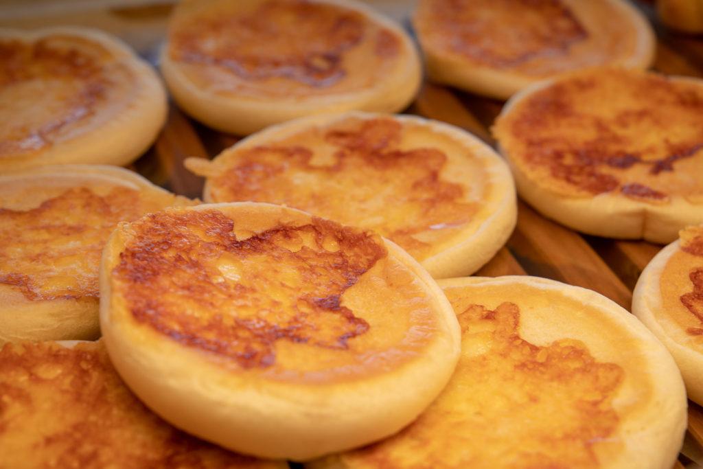 茅ヶ崎おすすめピザ_ナポリの窯茅ヶ崎店商品アップ_焼き立てパン2