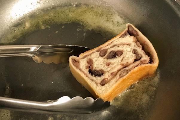 東京食パンまとめ_茅ヶ崎湘南ベーカリー&カフェ_あん食パンをバターで焼く